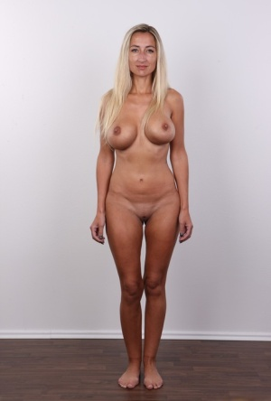 Blonde amateur with firm tits undresses for nude modeling gig