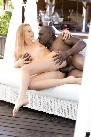 Topless white girl Kiki Cyrus does anal with a BBC after seducing a man
