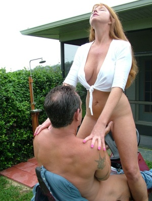 Older amateur Dee Delmar hops on her guys dick while he mows the lawn 29843347