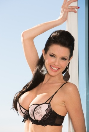 Stunning model Veronica Avluv prances in lacy lingerie before a wicked DP