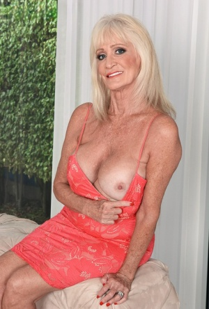 Hot granny Leah LAmour greets her young lover at door for afternoon quickie