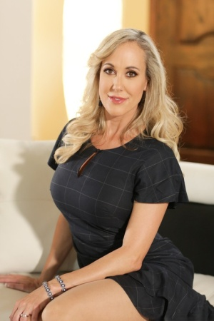 Hot blonde MILF Brandi Love  sweet young Joseline Kelly show their sexy ass