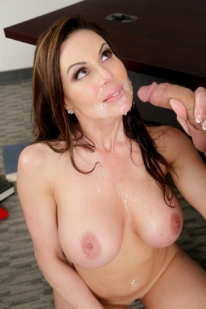 Hot MILF teacher Kendra Lust exposes her hooters to seduce a male student 92655219