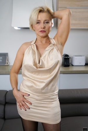 Older blonde lady Maria Jamma strips to black stockings before getting banged 31003620