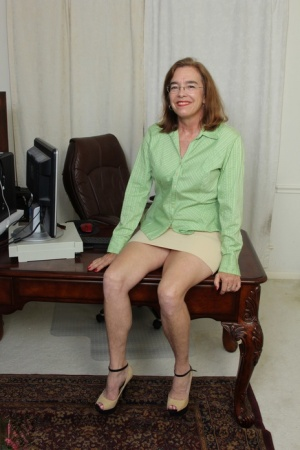 Mature American female pleasures her hairy bush with a vibrator