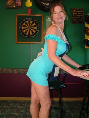 Mature lady Dee Delmar goes topless while waiting tables in a pub 85075721