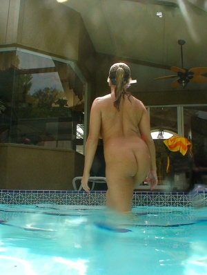 Amateur chick Amber Lynn Bach takes off her bikini while going for a swim