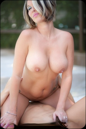 Gorgeous MILF babes tribbing and facesitting in the cool evening shade