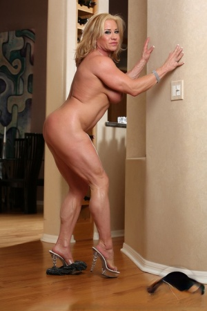 Female bodybuilder Wanda Moore shows her muscled physique as she gets naked 26106691