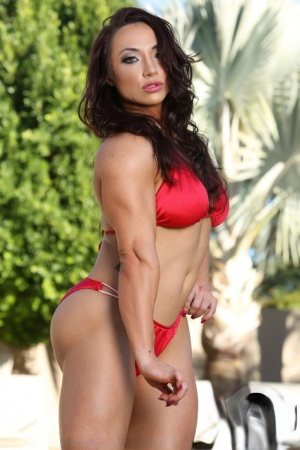 Naughty female bodybuilder Brandi Mae loves playing with her vagina outdoors