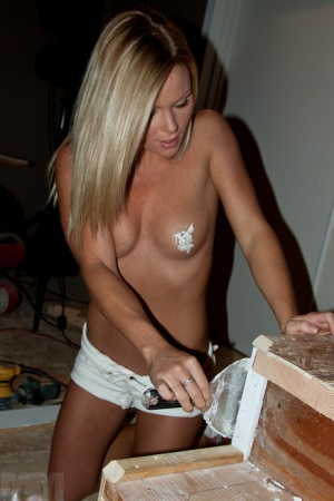 Amateur chick in panties only covers her nipples in spackle during home reno