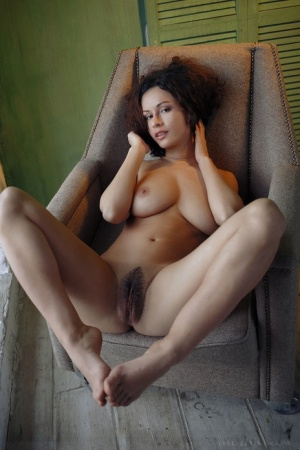 Erotic model Pammie Lee has big tits and a trimmed pussy under her dress