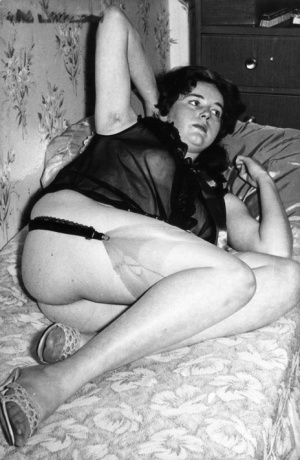 2 vintage era models show off their hairy pussies in garters and hose