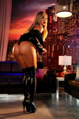 Stunning MILF Olivia Austin in latex & high boots flaunting her hot round ass