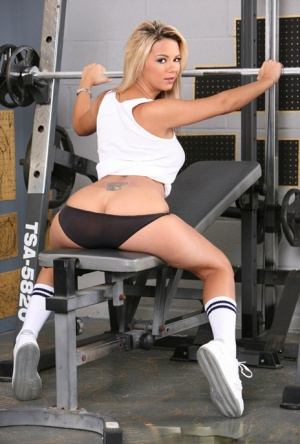 Fitness goddess Ashlynn Brooke goes topless at the gym and shows amazing tits