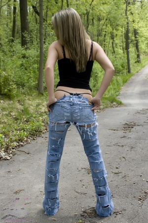 Hot model Nikki Sims in ripped jeans stripping to thong panties on the trail