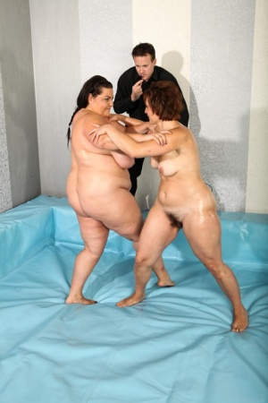 Obese females Dominkia and Viktorie wrestle their way to 3som with the ref