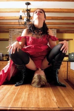 Kinky brunette in black boots Miyah in an epic face sitting cumshot action