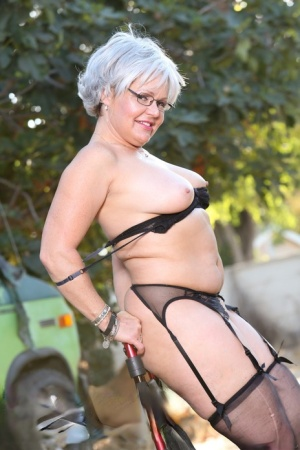 Naughty granny Kelly Leigh might need a walker but she can still strip 16200572