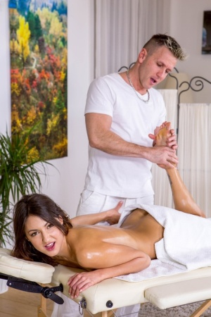 Naked girl Suzy Rainbow has sex with her masseur after he oils he rup 86760186