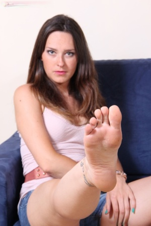 Intense dark haired Miriam in shorts wiggles her sexy bare feet for the camera