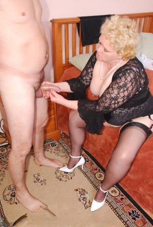 Overweight granny Fanny cleans a mans dick with her panties after a blowjob 17020448