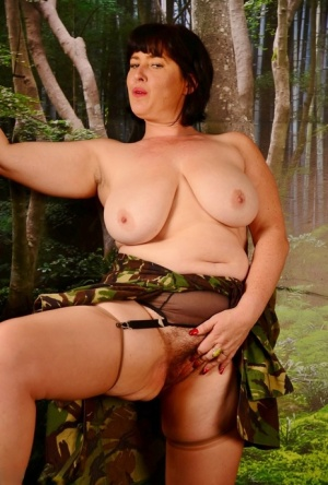 Busty UK woman Juicey Janey sticks the barrel of a rifle in her bush