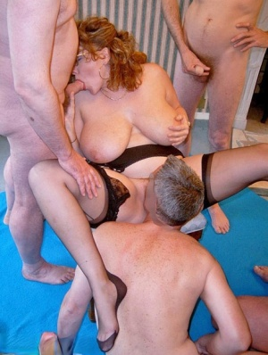 British amateur Curvy Claire gets on her knees for a blowbang