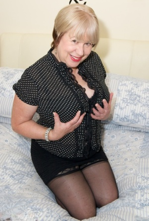 Thick British amateur Speedy Bee exposes her older lady boobs on a bed
