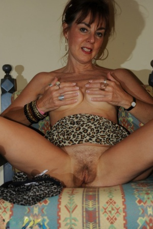 Lonely amateur MILF Georgie playing with her saggy tits and mature snatch