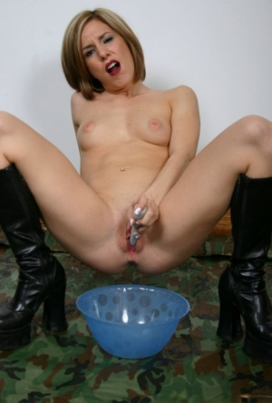 Kinky white girl Kream toys her pussy until she squirts into a bowl