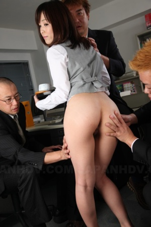 Japanese office lady Arisa Suzuki gets sandwiched by her colleagues at work 16540461