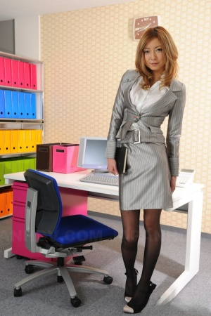 Japanese secretary Nao looks sexy in her uniform while taking on the phone 81643148