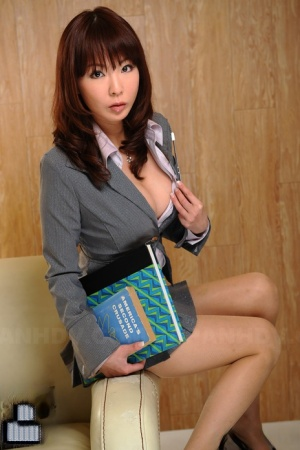 Lusty Japanese secretary Kyoushi Kan looks incredible in her sexy uniform