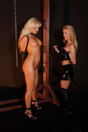 Hot blondes Alexa Weix & Krystal get involved in face sitting play