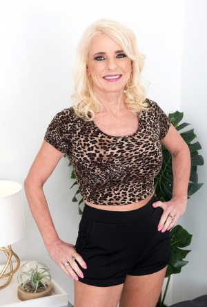 Older blonde Cammille Austin seduces her son-in-law while wearing shorts 84204219