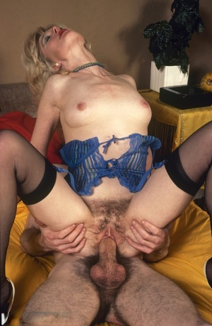 Retro pornstar gets groovy with her hairy twat in throwback fuck session