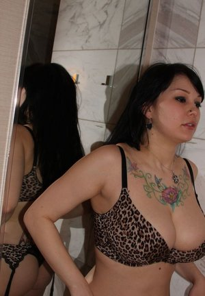 Brunette amateur Susy Rocks releases her large boobs from a bra in a mirror 94354372