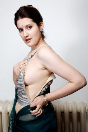 Indian model Namita uncovers her great tits during solo action
