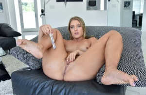Blonde amateur grabs her juicy ass while dildoing her prolapsed asshole