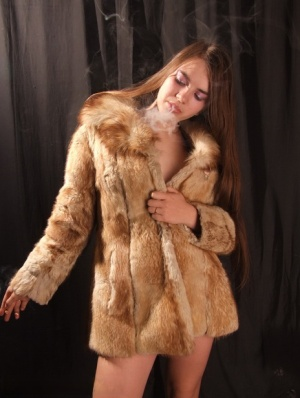 Amateur model smokes while removing fur coat for nude poses 65695435
