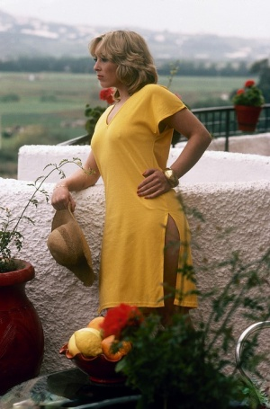 Blonde chick from the seventies attends to her hairy bush whenever she can
