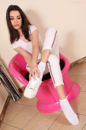 Sexy brunette Layla frees her ring laden toes from shoes and socks