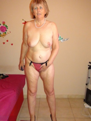 Old woman Abby Roberts finger spreads her pussy while modeling naked