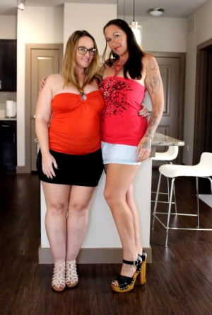 Amateur chick Dee Siren has lesbian sex with a big assed woman like herself
