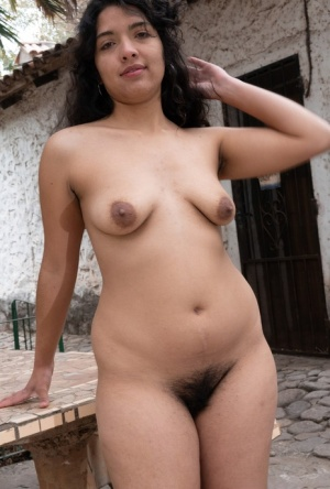 Chubby amateur Maria F shows her hair pits before spreading her bush outdoors