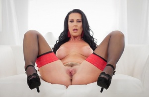 Brunette chick Texas Patti takes a cumshot in her mouth after fucking