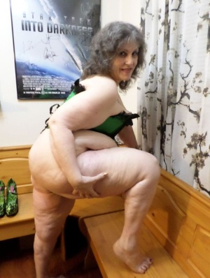 Fat old woman Bunny Gram spreads her snatch after removing heels and hosiery 66127361