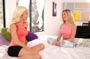 Teen girls Halle Von and Taylor Whyte swap jizz after a threesome fuck 75351018