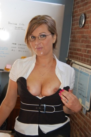 Amateur chick Kelly Anderson gives a POV blowjob with her glasses on 94938262